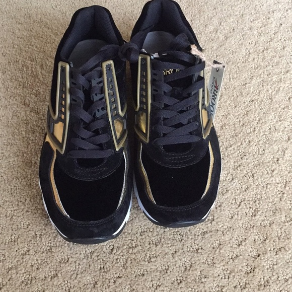 New With Tag Brooks Running Shoes 95